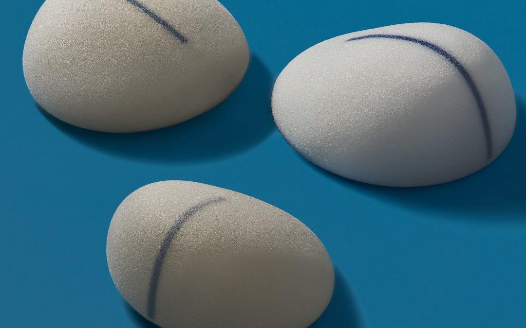 Nuevos implantes mamarios B-lite ultraligeros disponibles para aumento de mamas y mastopexia
